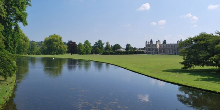 10 amazing stately homes and
